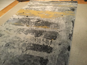 Beautiful modern area rug (5.2ft x 7.7ft)