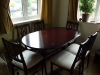 Solid wood dinning table with 6 chairs in very good condition