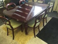 Set of 8 ballon back chair and extendable dining table on castor