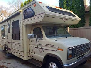 1986 Royal Classic Motorhome RV 7.5 Ford 25 FT Camper