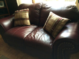 Leather/Cuir Love Seat and Couch - LIKE NEW – Must See!