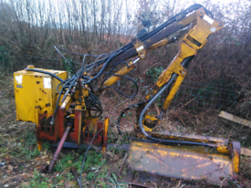 Bomford supertrim hedge cutter
