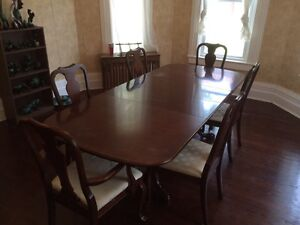 Dinning Room Table 700$ OBO