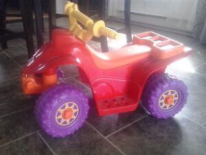 *4 roues électrique Power wheels Fisher Price fille ou garcon*