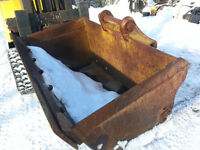 """48"""" H & H ditching / cleanup bucket LIKE New **********"""