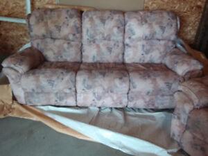 A vendre sofa 3 place et chaise