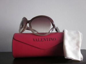 100% authentic Valentino Women Sunglasses Made in Italy