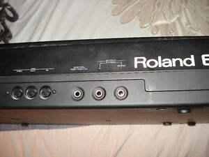 Roland E-35 Intelligent Synthesizer w/stand Stratford Kitchener Area image 2