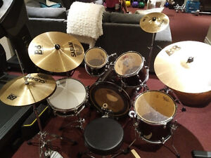Awesome 5 Piece Drum Kit