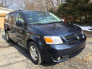 2009 Dodge Grand Caravan  Full Stow and go .97000 km