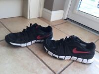 Black nike trainers - size 6.5