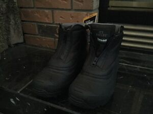 *New* Men's Winter Boots Size 7 Fits,Ladies or Teen Size 8
