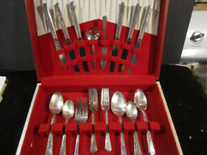Service for 6 ... 1939 COURT silverware set