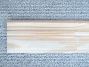 Plinthe de bois NEUVE de 8 PIEDS ** au quart du prix **