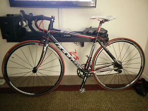 Felt Z85 Road Bike Size M with upgraded Shimano R500 wheels