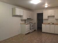5 2/1 avec la grande cuisine et l'excellent emplacement $1090