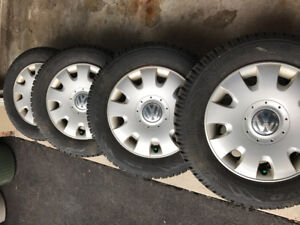 4 x BARELY USED WINTER TIRES TOYO GSI-5 195/65R15 WITH RIMS