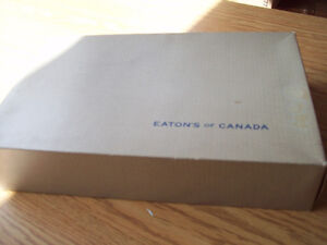 1-BOITE D EMBALLAGE EN CARTON,EATON OF CANADA,ANTIQUE.