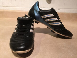 Women's Adidas Outdoor Soccer Cleats Size 7 London Ontario image 7