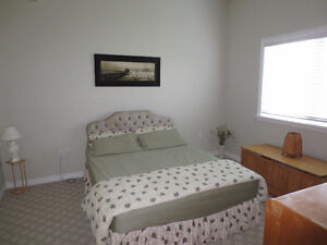 FURNISHED ROOM FOR RENT IDEAL FOR STUDENT/WORKING PROFESSIONAL