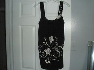 LADIES BLACK AND WHITE SUMMER TOP - SIZE MEDIUM Kitchener / Waterloo Kitchener Area image 1