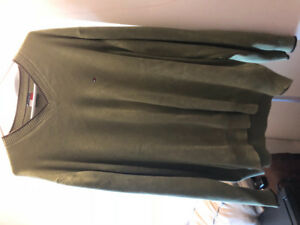 Green sweater Tommy Hilfiger size extra large asking $10