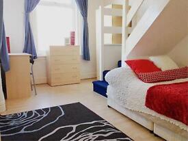 1 bedroom flat in Flat 3 - Regent Park Avenue