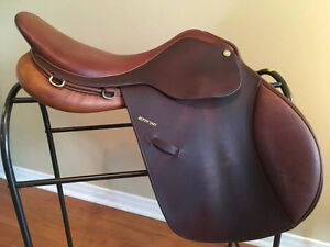 """17.5"""" Blyth Tait Close Contact saddle for sale"""