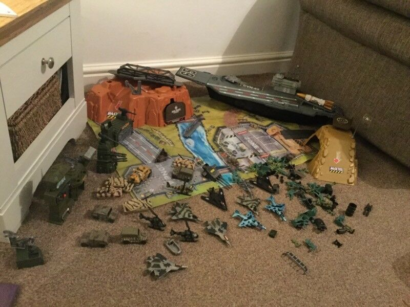 LARGE BUNDLE ARMY TOYS soldiers tank ship play set role play
