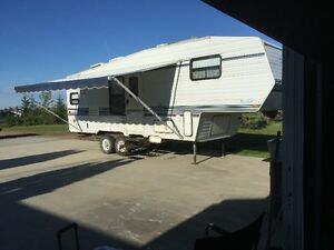1996 - 27 foot Komfort 5th Wheel