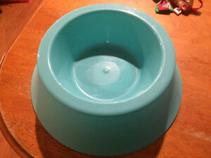2 cat/small dog food bowls