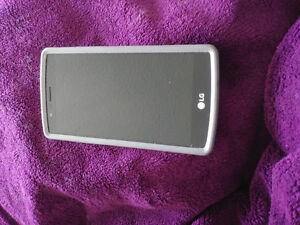 LG G4 with white OtterBox