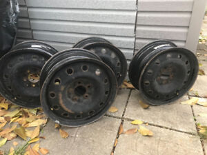 "Pneu d'hiver usagé et jantes 16""/ Used winter tires and rims 16"""