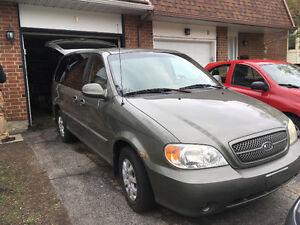 2005 Kia Sedona LX Minivan, Van