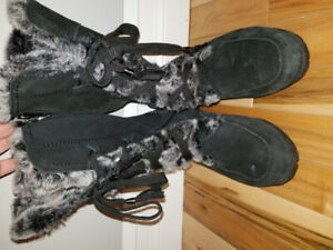 Women's Black Leather Suede Winter Boots Size 7