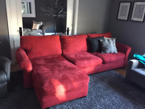 AMAZING RED SECTIONAL