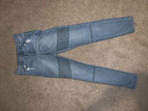 Women's jeans barely worn (size 3-6)