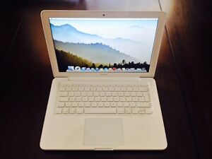 "Apple 13"" 2010 Unibody Macbook 2.4GHz 4GB 500GB"