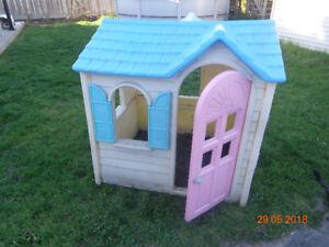 Maison Little Tikes extérieur pour enfant en bon état!