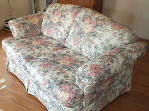 LOVE SEAT,.LIKE NEW,..CLEAN. Kitchener / Waterloo Kitchener Area image 8