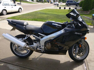 2007 Kawasaki ZZR600 for sale!! 600cc bike! Only 6000 kms!!!