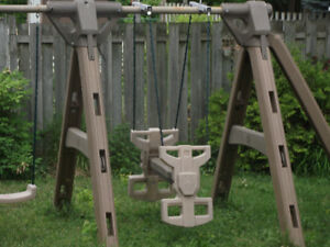 PLASTIC SWING SET