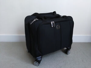 """New DELSEY 17"""" 4-Wheeled Carry on luggage /Laptop Case"""