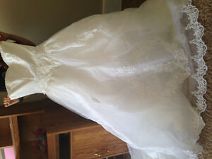 Maria Hong Wedding dress (Brand new) in box