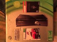 Xbox 360 250gb 10/10  with 3games
