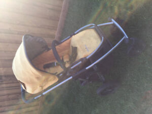 2010 Uppababy Vista + Rumble Seat + extras!!