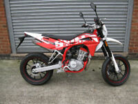 SWM SM 125 R 125cc Supermoto-Road LEARNER LEGAL Brand New