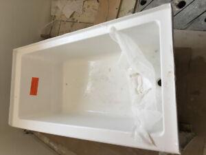 MIROLIN BATH TUB     *BRAND NEW*