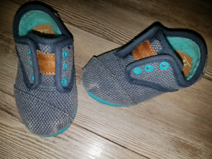 TOMS. Size 5. Fleece lined. Worn only twice!!