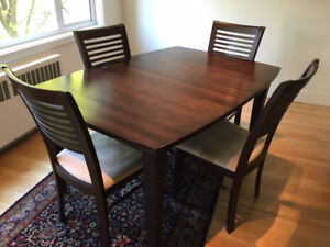 Solid wood dining table, 6 chairs and leaf